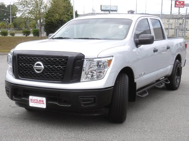 Pre-Owned 2018 Nissan Titan Crew Cab S