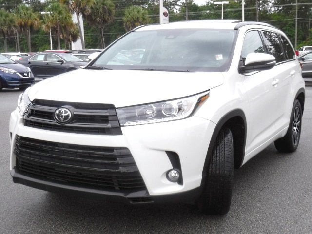 Certified Pre-Owned 2017 Toyota Highlander SE