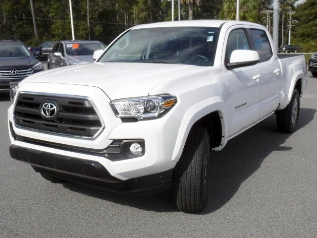 Certified Pre-Owned 2017 Toyota Tacoma SR5 Double Cab V6 4WD