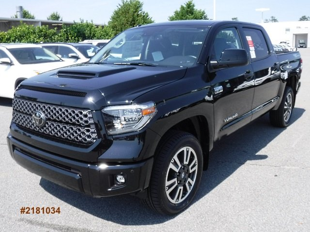New 2018 Toyota Tundra SR5 Large V8 FFV Short Bed CrewMax